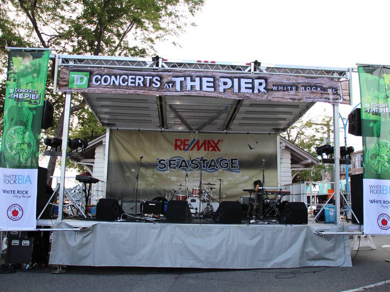 Rent a Stage - Concerts at the Pier